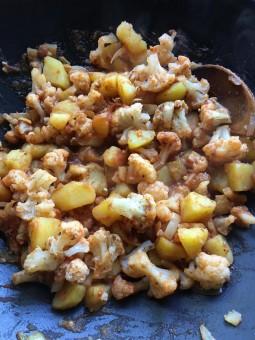 Gobi mussalum (bloemkoolcurry)
