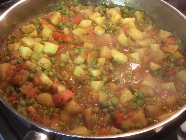 Groentencurry met doperwten en aardappel