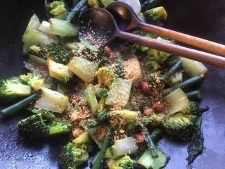 Oosterse groenten uit de wok