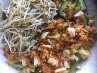 Gemengde groenten met gekruide kokos (Urap-Urap Dua)